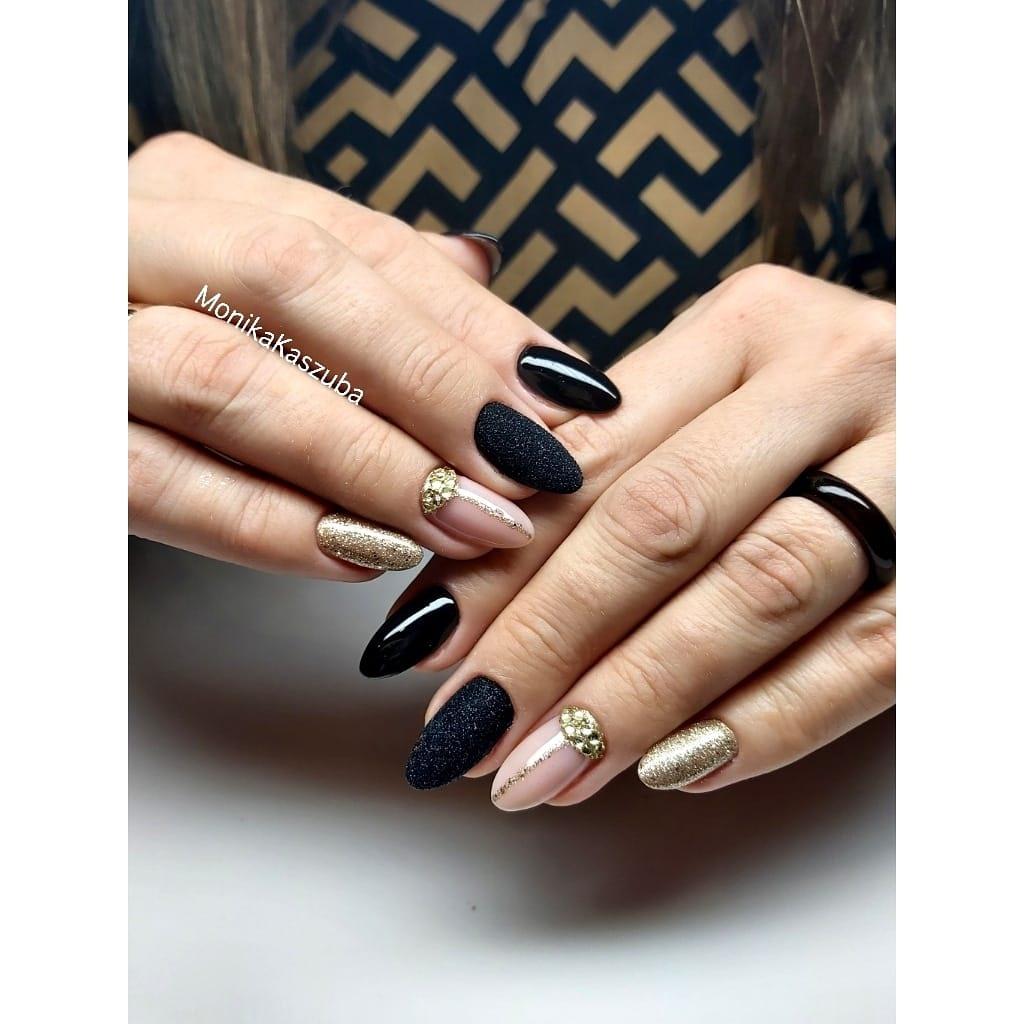 paznokcie czarno złote