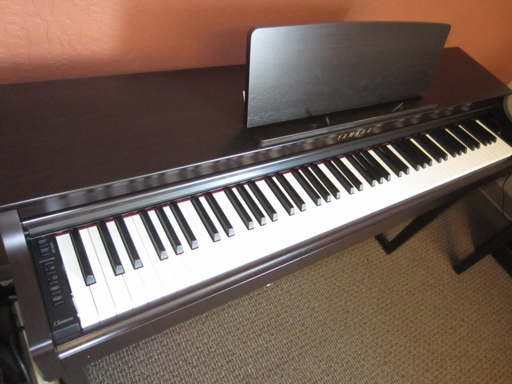az piano reviews review yamaha clp625 digital piano low price clavinova. Black Bedroom Furniture Sets. Home Design Ideas