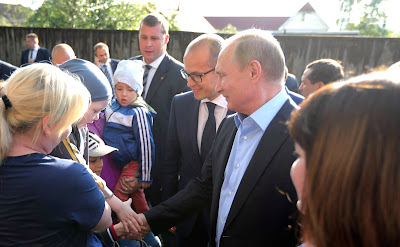 President Putin with citizens of Izhevsk.