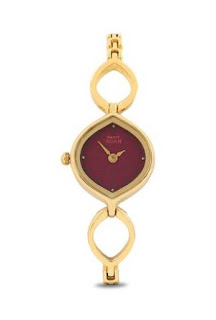 This simple yet classy analog watch from the Titan Raga collection is the ideal time-keeper for your sister.