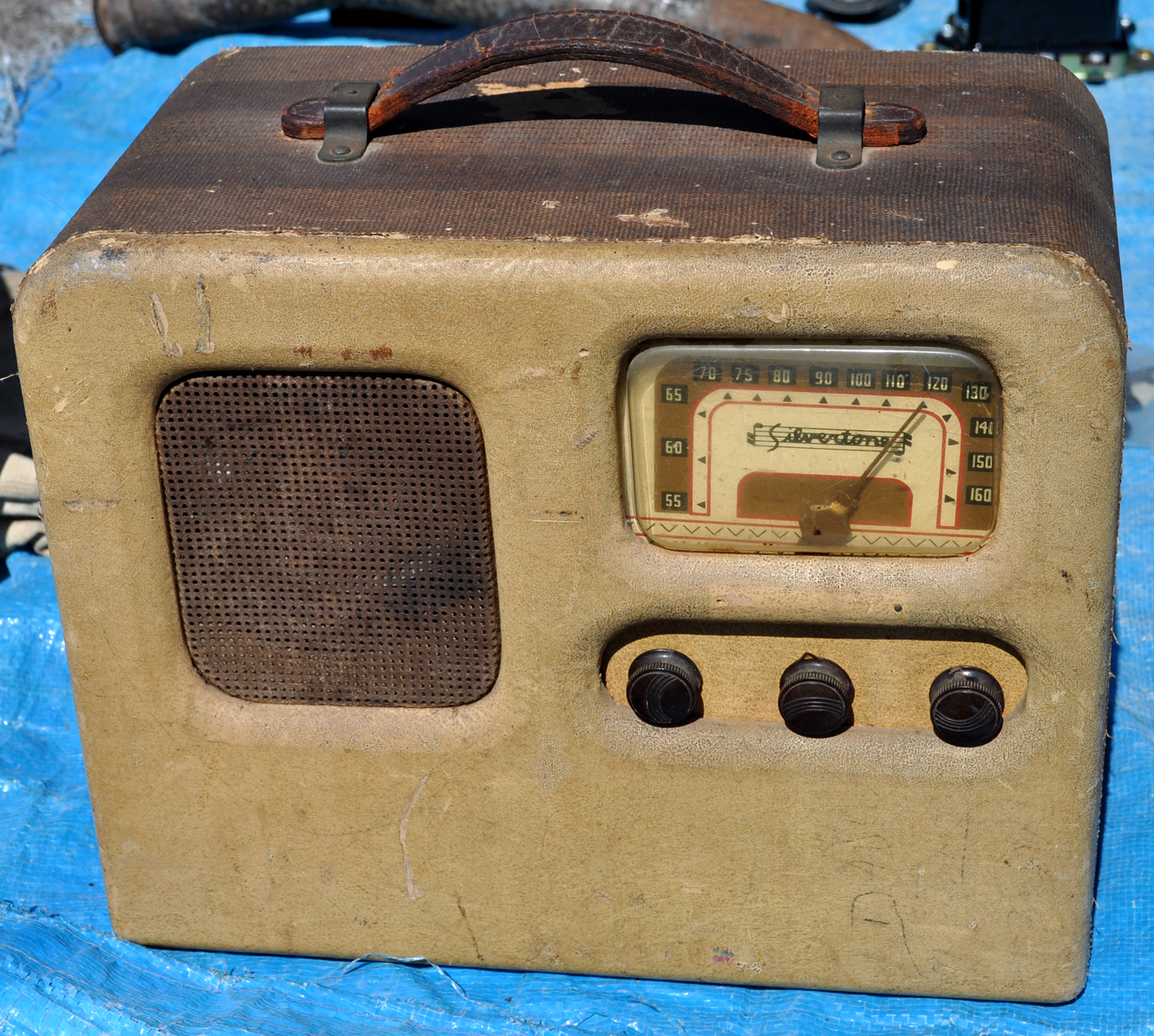 classic car information radios for sale at the qualcomm big 3 swapmeet. Black Bedroom Furniture Sets. Home Design Ideas