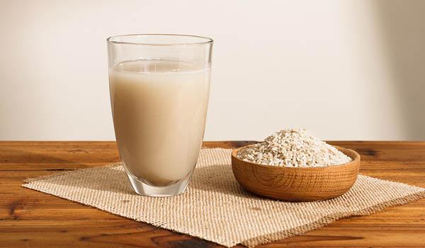 Lire cet article pour savoir pourquoi on doit jamais jeter l'eau de riz