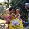 Bagi Paket Sembako, Bhayangkari Cabang Takalar Sasar Ibu Rumah Tangga Yang Memiliki Balita