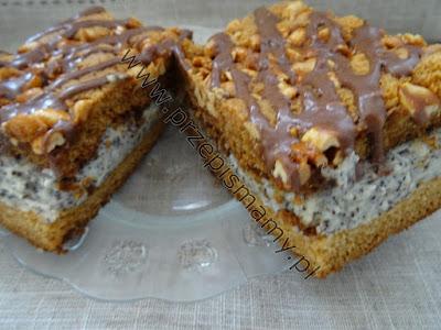 Ciasto miodowe z masą makową i orzechami