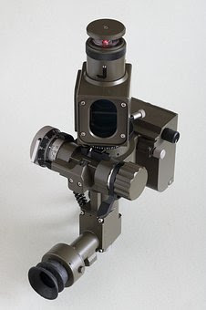 How to Apply the Characteristic of Light to a Periscope Device?