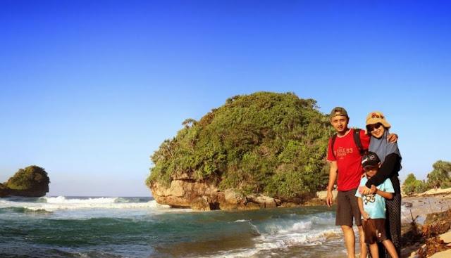 12 Foto Pantai Goa Cina Malang: Tiket Masuk dan Lokasi