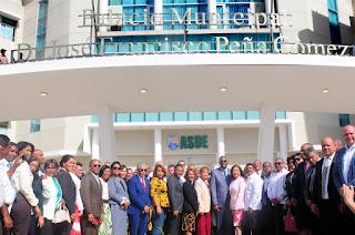 Develizan tarja designa palacio municipal de Santo  Domingo Este con el nombre del doctor José Francisco Peña Gómez