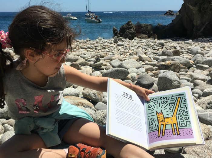 libro ilustrado para niños aprender Historia arte en 21 gatos  interior