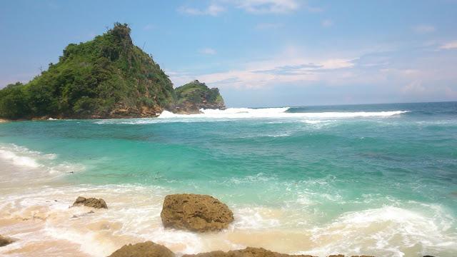 Objek Wisata Pantai Batu Bengkung