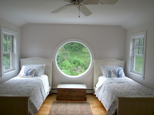 Phòng ngủ khác với tầm view ra thiên nhiên chan hoà