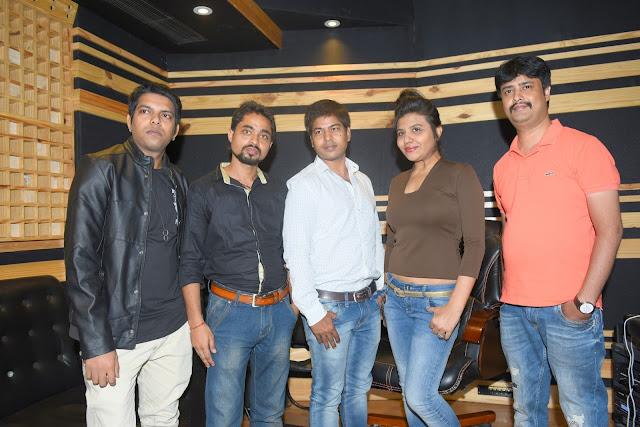 4. Rohit, Mayank Tiwari(Producer & Lyricists), Amit Raj (Executive Producer), Ritu Pathak (Singer) with Abhijeet Aroon (Music Director) during song recording CRAZY BALAM