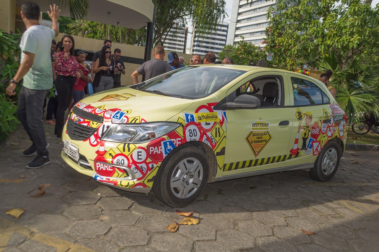 Resultado de imagem para Prefeitura entrega veículo para ações da Educação para o Trânsito