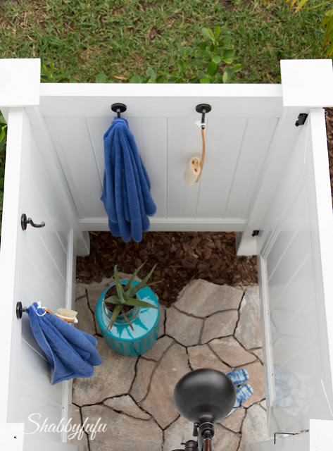 Pool area outdoor showers in the HGTV Dream Home 2016.
