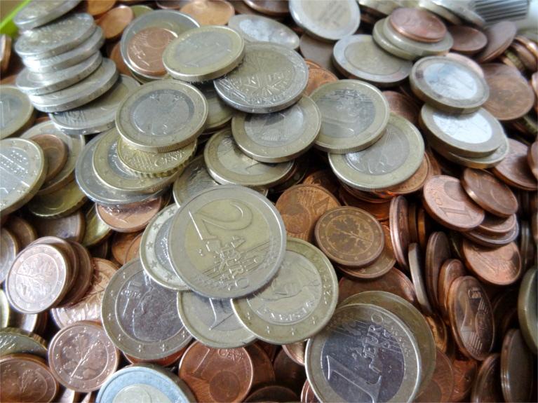 Geld ist ein Thema in einer Partnerschaft, vor, während und nach der Hochzeit