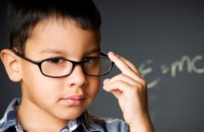 Benarkan Orang Cerdas Tak Perlu Bergaul?