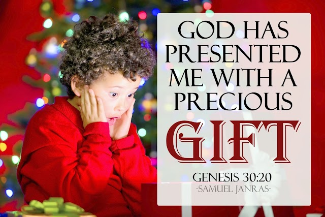Precious Gift Christmas Wallpaper