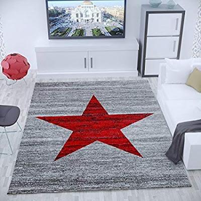 El tamaño de la alfombra en el salón debe ser como minímo como el sofá