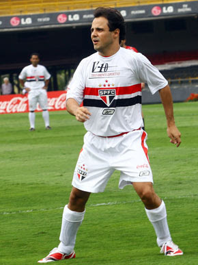 Fórmula 1 - Foto de Felipe Massa com a camisa do São Paulo FC, jogando no Morumbi.