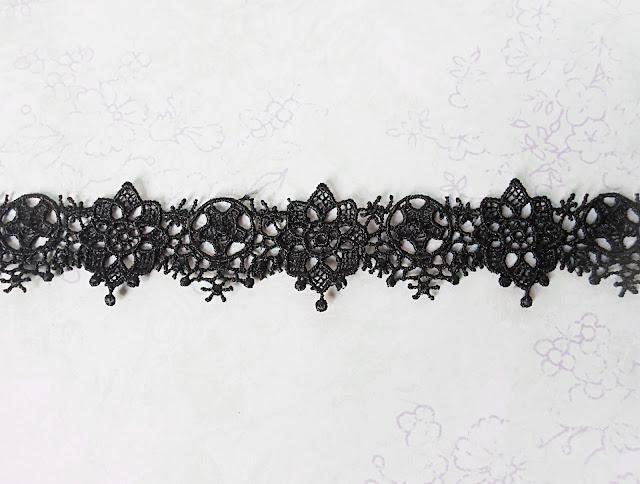 liz breygel fashion blogger choker everyday diy outfit black lace gothic goth