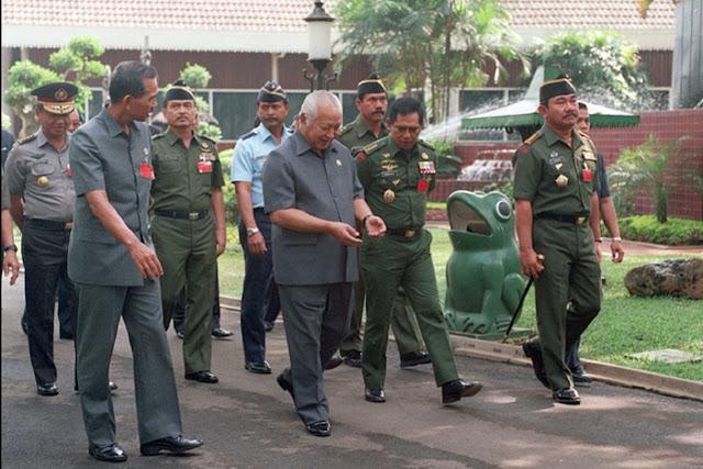 Kisah Paspampres Soeharto Pernah Saling Todong Bedil dengan Pengawal PM Israel