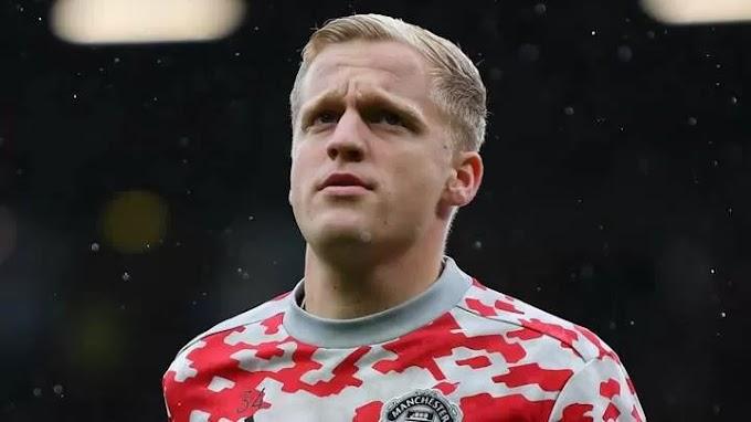 Everton interested in Man Utd outcast Van de Beek