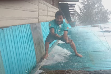 Hujan Es Guyur Puncak Papua Usai Kemarau Panjang