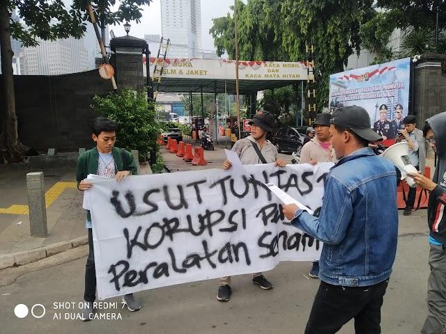 Tuntut Polisi Usut Dugaan Korupsi Oleh INASGOC, Massa AMP3K Datangi Polda Metro Jaya