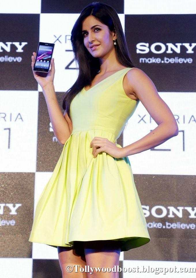 British Actress Katrina Kaif Long Legs Show In Mini Yellow Top