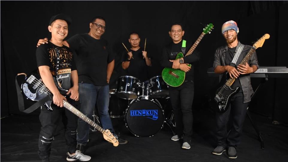 Para personal grup band Heniikun Bay