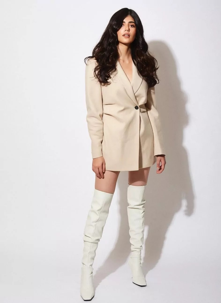 sanjana-sanghi-off-white-blazer-dress