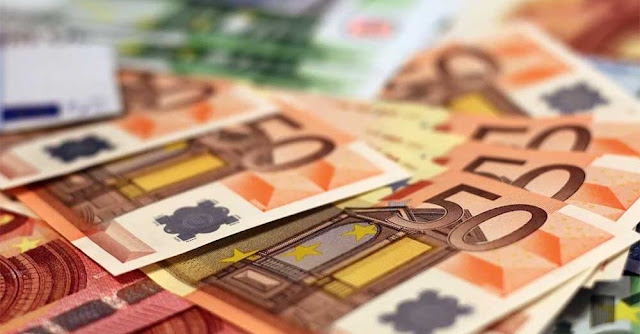 «Πρεμιέρα» σήμερα για το νέο εξωδικαστικό μηχανισμό, σε ό,τι αφορά στη δυνατότητα αποπληρωμής των χρεών φυσικών προσώπων και μικρών επιχειρήσεων, μέχρι και 240 δόσεις έναντι όλων των πιστωτών τους (Δημόσιο και ιδιωτικούς φορείς) και υπό προϋποθέσεις, έως και 420 δόσεις προς τις τράπεζες, αλλά προβλέπεται και κούρεμα κεφαλαίου, εφόσον αυτό αποφασίσει ο συμβιβασμός μεταξύ των μερών.