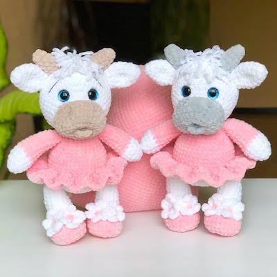Плюшевая корова амигуруми