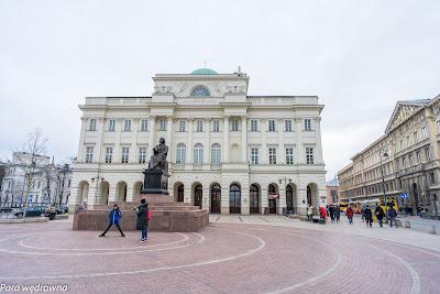 Pomnik M. Kopernika i budynek Polskiej Akademii Nauk na Krakowskim Przedmieściu