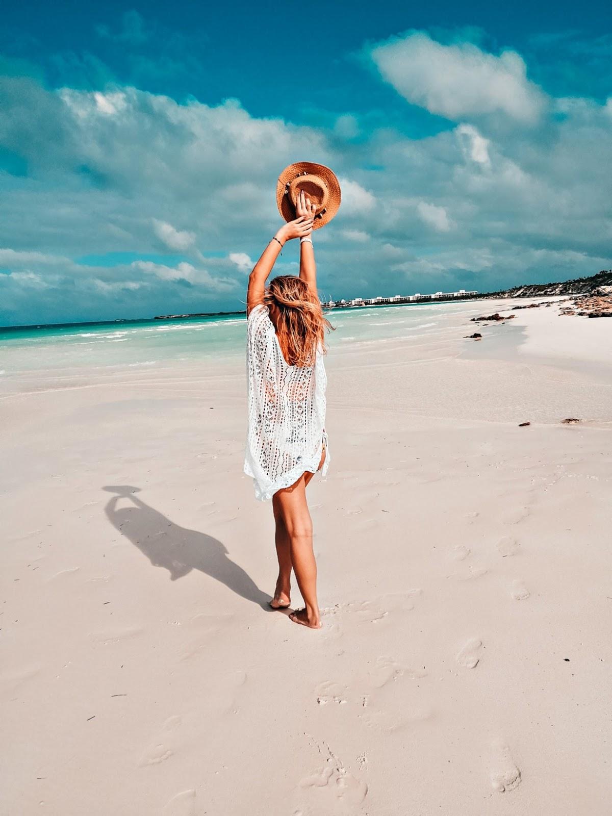 Białe pareo na plażę