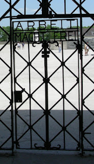 'Arbeit macht frei'-Tor der KZ-Gedenkstätte Dachau
