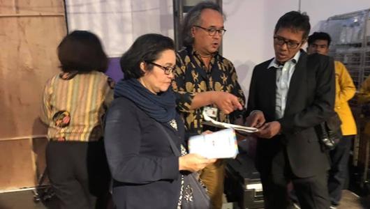 Gubernur Irwan Prayitno meninjau kesiapan delegasi Sumatera Barat yang menjadi peserta di pameran dagang dan kesenian di panggung utama Tong Tong Fair 2019.