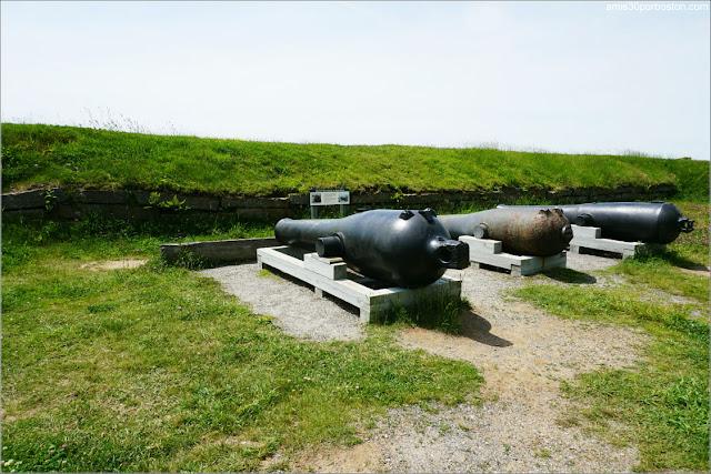 Cañones en el Lower Battery del Fuerte McClary, Maine