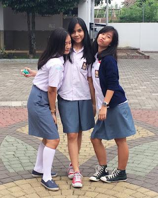 Ciri ciri Siswi SMA Nakal pakai rok Pendek ke sekolah