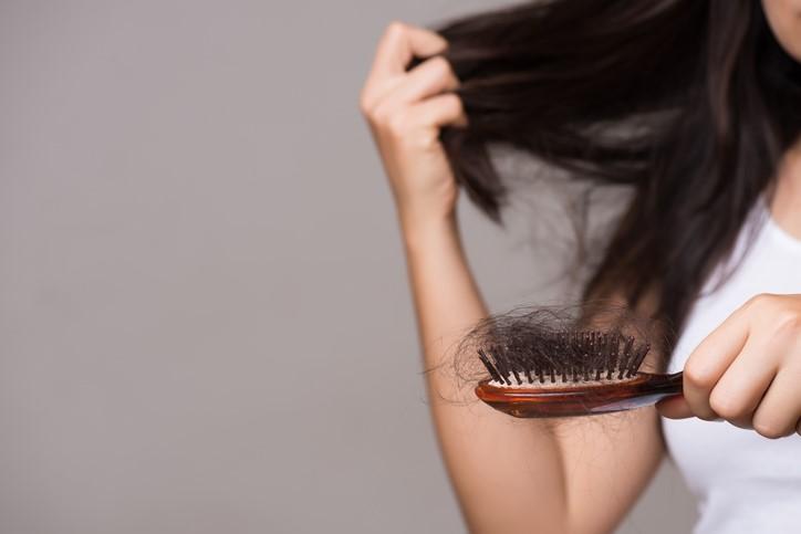 hair loss in men and women, hairfall, hairfall control, hair treatments, alopecia, hairbrush, shampoo, stress, medical treatments, health, wellness, healthy hair, wigs, reasons for hair loss in men and women