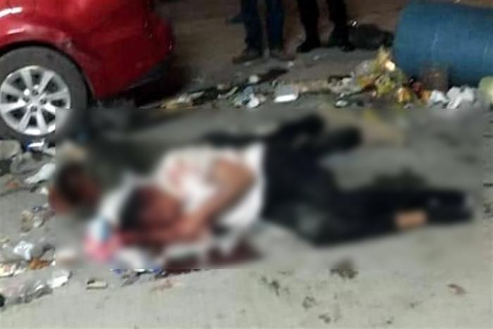 En Monterrey 30 vecinos sometieron y golpearon a 4 ladrones que asaltaban una tienda del barrio, 2 resultaron ser policías y están graves