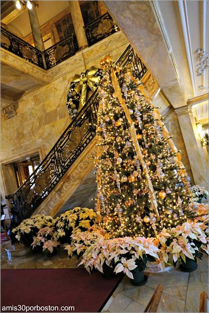 Entrada y Escalera Principal de Marble House, Newport