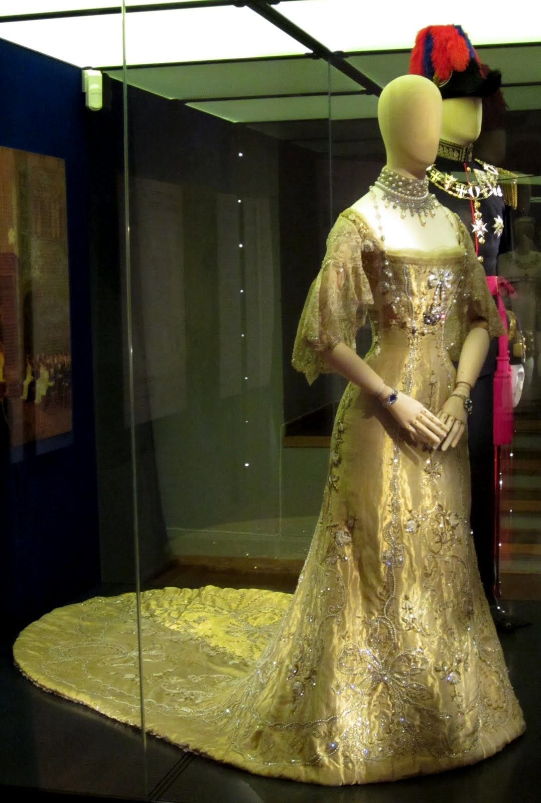 Trond Norn Isaksen: What to see: Queen Mauds coronation gown