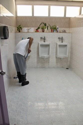 เป็นอาสาสมัครล้างส้วม ล้างห้องน้ำ