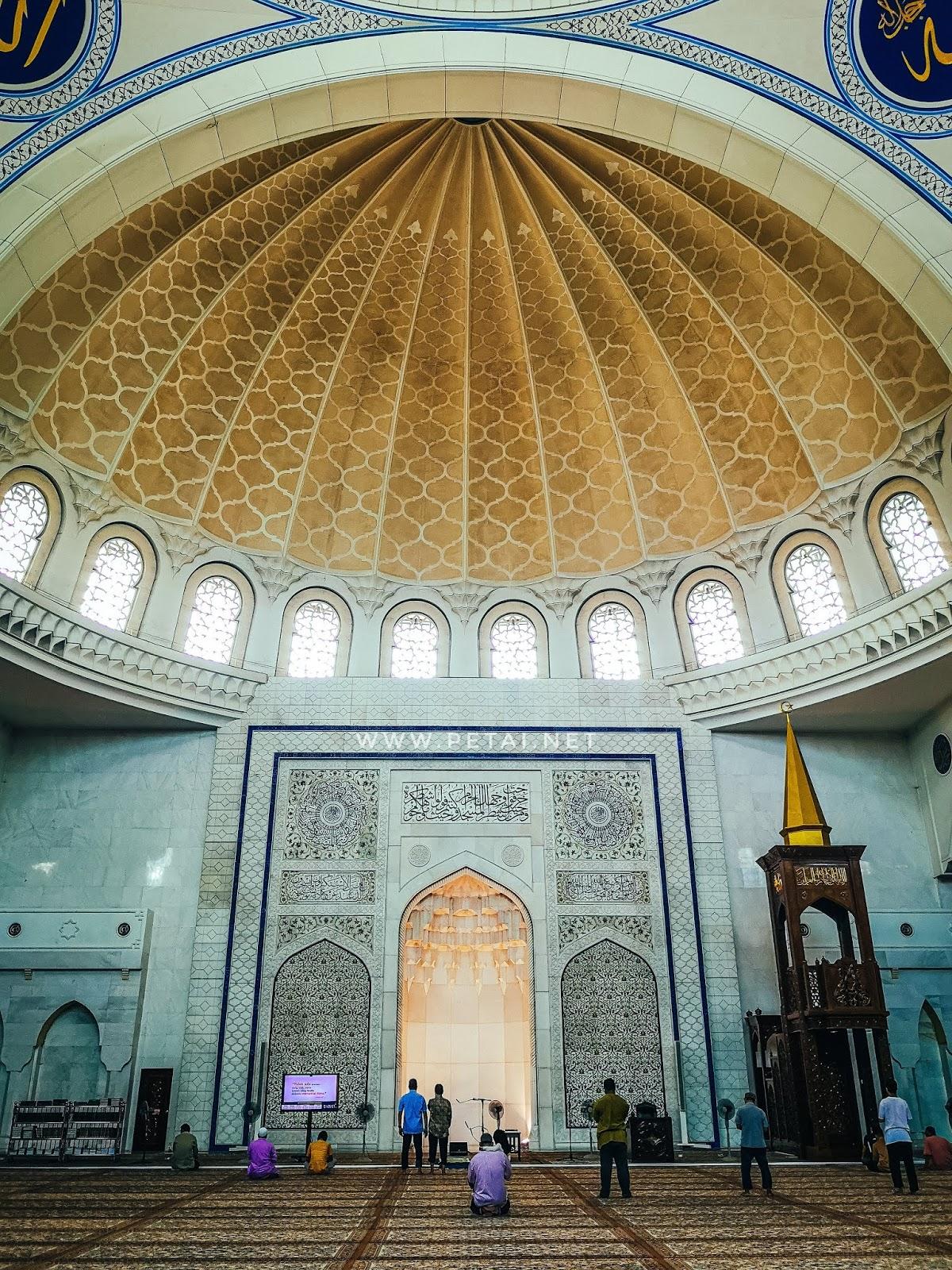 Masjid Wilayah Persekutuan Kuala Lumpur - ruang solat