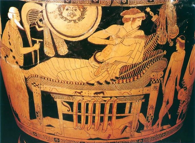 Aγγεία  με σκηνές από τη μυθολογία-ιστορία - και από τη ζωή των Αθηναίων