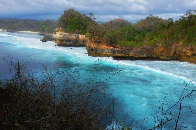 Fasilitas Wisata Batu Bengkung Beach