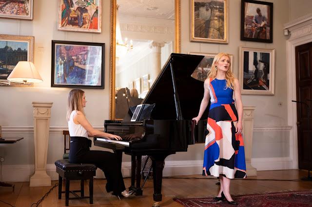 Lana Bode and Samantha Crawford performing dream.risk.sing (Photo Frances Marshall)
