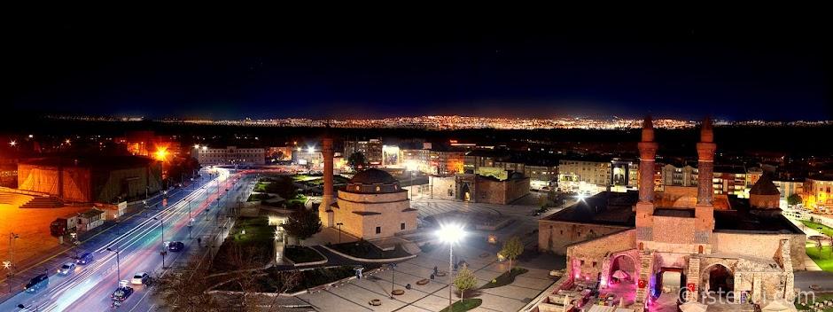Sivas'ta gezilecek yerler ve Sivas hakkında bilgiler. Sivas gece manzarası.