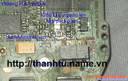 ... 1280 kẹp nguồn thì lên nhưng lắp pin không lên nguồn anh em làm như sau  bước 1: gỡ bỏ hết các linh kiện trong ô màu xanh bước 2: câu tắt theo hình