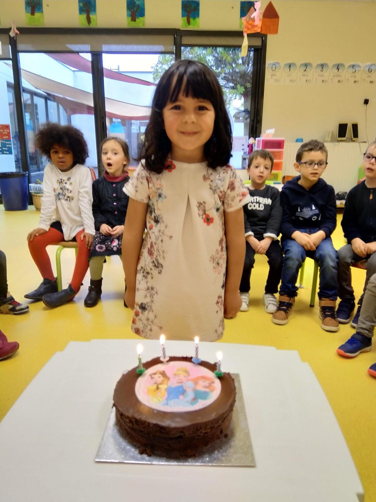 gâteau de bonbons anniversaire